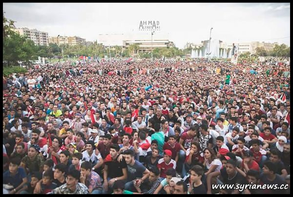 image-Thousands of Syrians follow their national team play Australia through giant TV screens at Omayyad Square